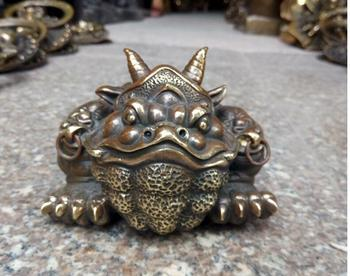 Antique Collection Copper Tripod Golden toad, Buffalo toad ornaments office free shipping