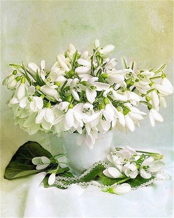 Вышивка белую орхидею