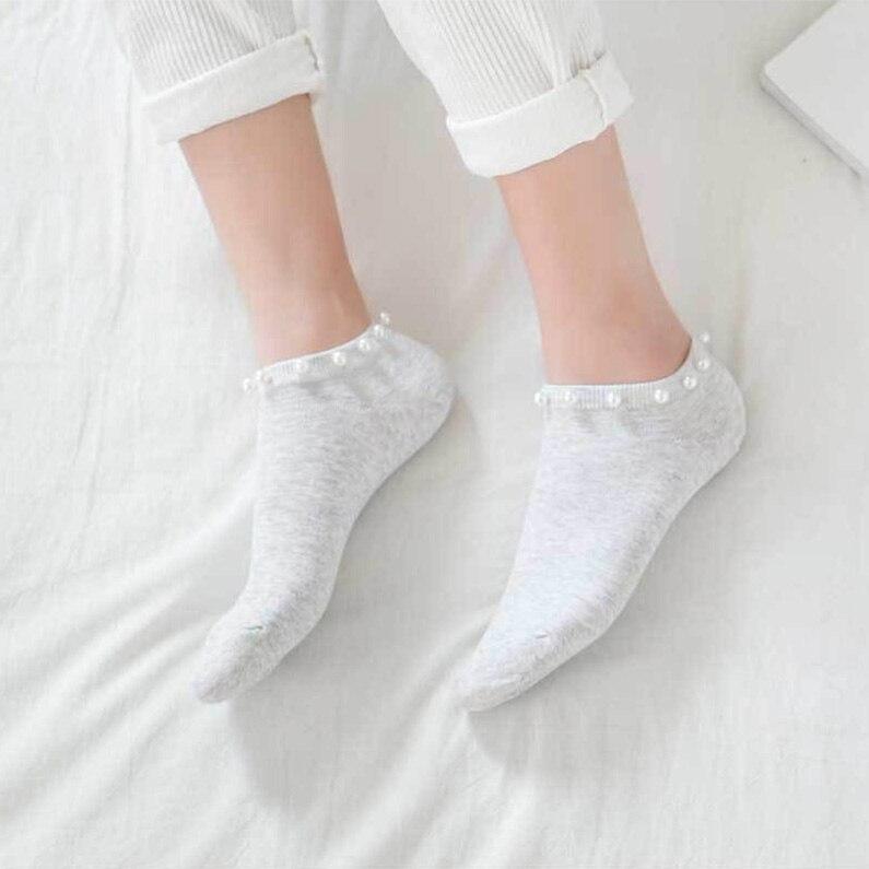 впервые девушки в белых коротких носках фотки нет
