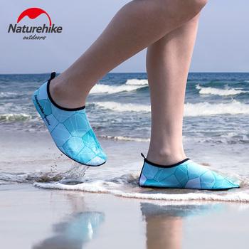 NatureHike sporty wodne buty piaszczysta plaża boso szybkoschnący Aqua joga skarpetki Slip-on dla dorosłych dzieci męskie i żeńskie stroje kąpielowe tanie i dobre opinie Skarpety pantofle Camping i piesze wycieczki Pink Blue Green Yellow Colorful Black EVA Spandex TPR S M L XL XXL