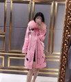 Последние дизайн 100% настоящее фокс меховым воротником блестки вышивка женщины тренчкот плюс размер длинные капюшоном дамы пальто розовый/синий