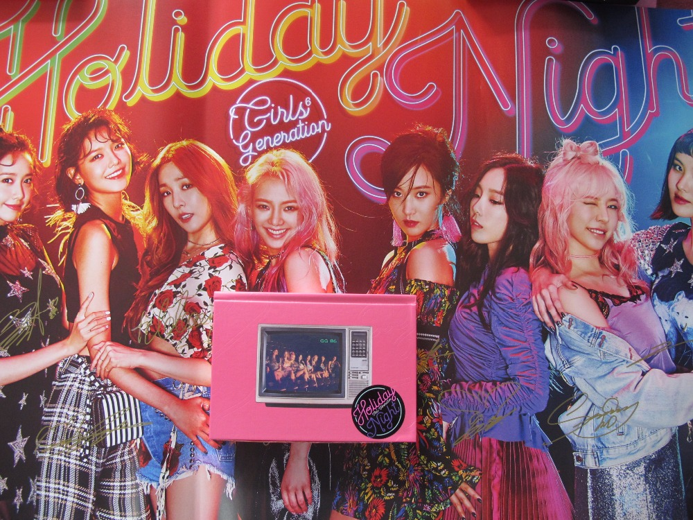 signed SNSD autographed 2017 the 6th album  Holiday Night CD+photobook+signed poster  official koran version 082017 signed snsd yoona autographed original photo holiday night 6 inches 56versions free shipping 082017