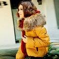 Pato invierno abajo chaquetas 2016 de alta calidad de la marca mujeres de gran tamaño grueso real cuello de piel de mapache por la chaqueta estilo corto