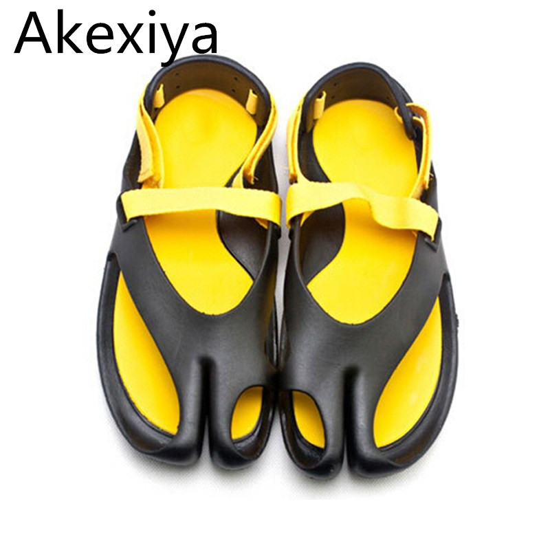 Akexiya Summer Style Male Garden Sandal Shoes Men Leisure Mix Colors Trendy Flip Flops Beach Sandals 1 Pair/ Lot Sizes
