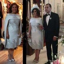 Neue Mutter der Braut Kleider Knielangen 2017 Grau Appliques Flügelärmeln Mantel Kundenspezifische Party Abend Prom Spitzenkleid