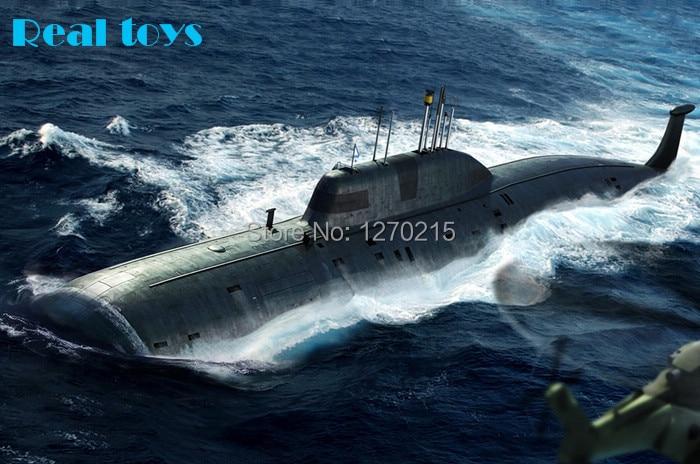 Hobby Boss 83525 Russian Navy Akula Class Attack Submarine - U Boot - 1:350