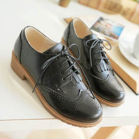 4485a5120dc New 2015 Vintage Carved Lace Up Women Oxfords Fashion Tassel Flat Oxford  Shoes For Women Big Size 34 43 Ladies Casual Flat Shoes-in Women s Flats  from Shoes ...