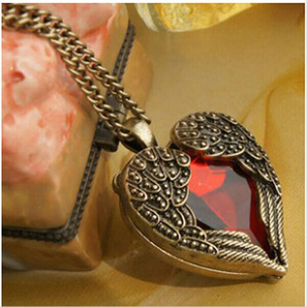 Womens Fashion Vintage Retro Red Imitation Jewelry Peach Heart Wings Necklace Sweater Chain Pendant 4ND50