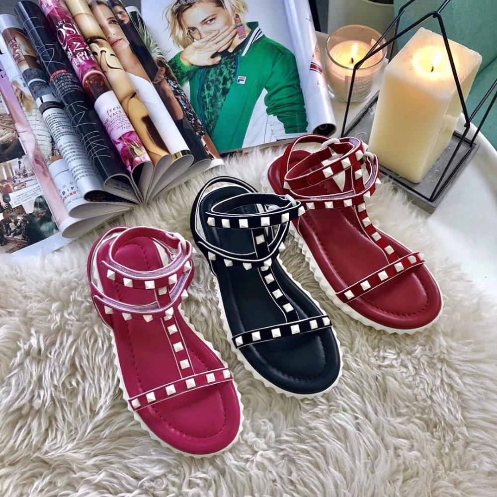 Woman's Fashion 2018 Summer shoes New Plat Sandals For Women Rivet decoration Summer Sandals Women Ankle casual shoes new women sandals low heel wedges summer casual single shoes woman sandal fashion soft sandals free shipping