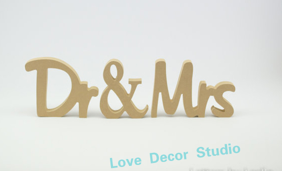 2354e8e8fb40b Sem pintura Dr e sra. eo Dr e Mr sinal de casamento personalizado de  madeira da tabela do casamento decor signs10cmX1 5 cm