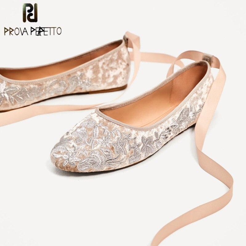 Prova perfetto 새 플랫 숙 녀 신발 embroider 발레 댄스 신발 실크 리본 플랫 신발 여자 고품질 웨딩 신발-에서여성용 플랫부터 신발 의  그룹 1
