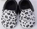 Новый черный белый Леопардовым принтом из натуральной кожи коровы детские мокасины обувь мальчиков обувь для девочек новорожденных кисточкой детская обувь
