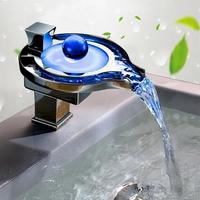 Ванная комната LED смеситель воды Мощность led смеситель. Твердый латунный хромированный светодиодные Водопад faucet.3 Цвета изменения привели к