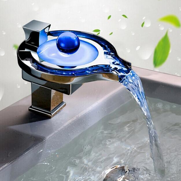 Salle de bains a mené le mélangeur de bassin mené par puissance de l'eau de robinet de bassin. En Laiton massif chromé Cascade led Faucet.3 Couleurs Changement Led Robinet