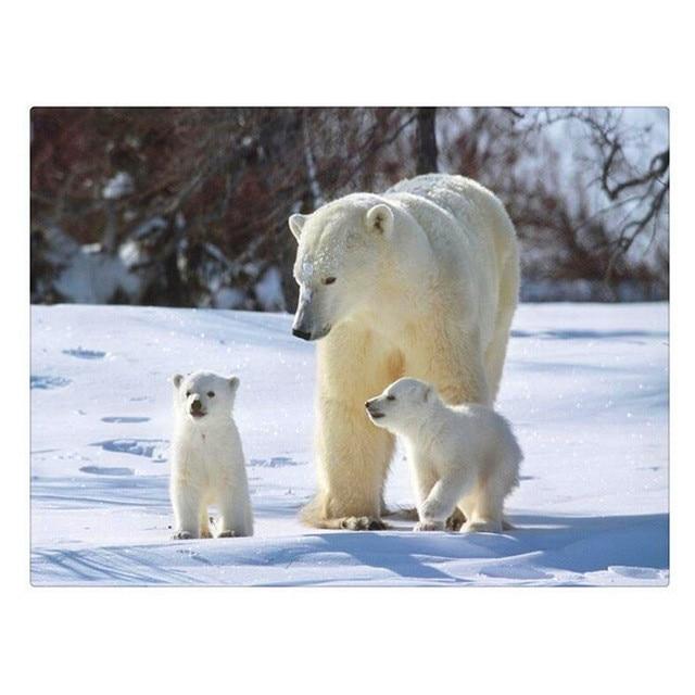 Медведь в снегу вышивка