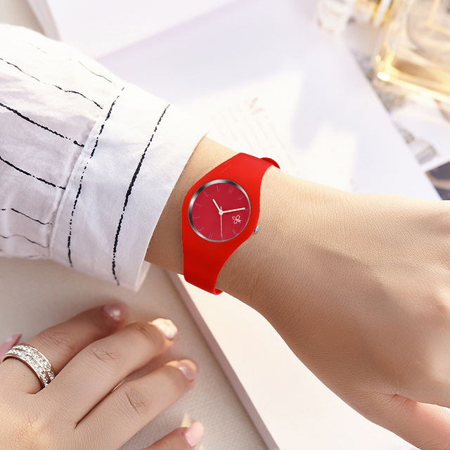 2018 New Fashion Women Watches Soft & Comfortable Rubber Band Ladies Casual Quar