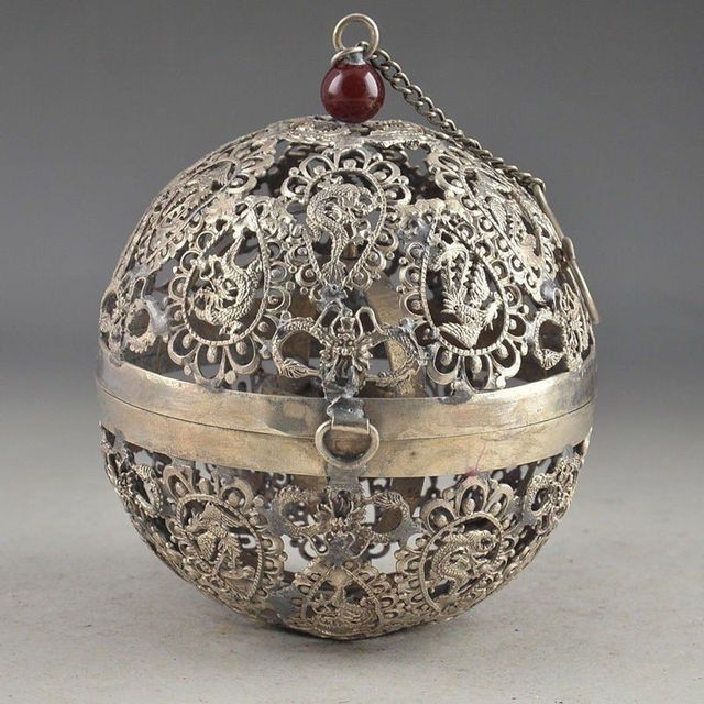TIBET SILVER PLATED CARVED HOLLOW OUT DRAGON PHOENIX HAND OLD THE CRICKET CAGE