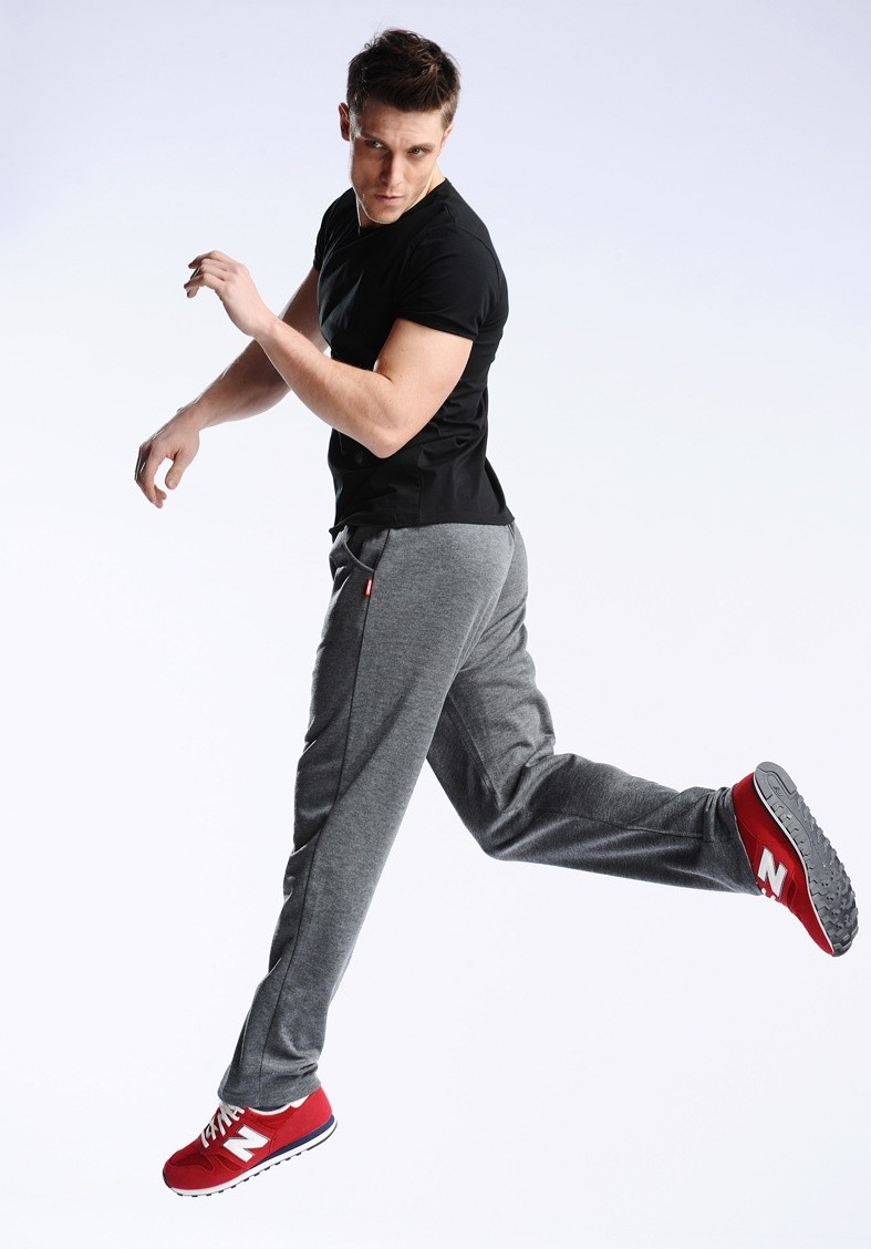 Uwback 17 Plus Size 4XL New Sweat Pants Men Joggers Pants Elastic Waist Loose Sweat Pants For Men Casual Trousers homme CAA329 9