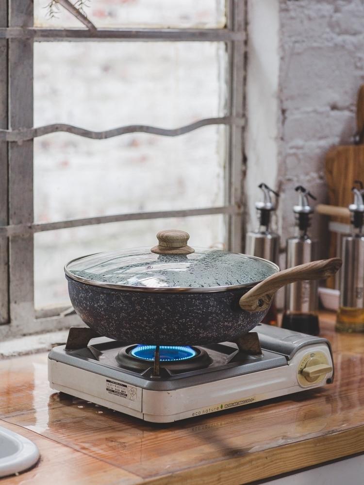 Medical Stone Pot Home Cooker Non Stick Boiler Gas Cooker Steak Frying Pan Skillet Saute Pan Omelet Steak Pan Glass Lid