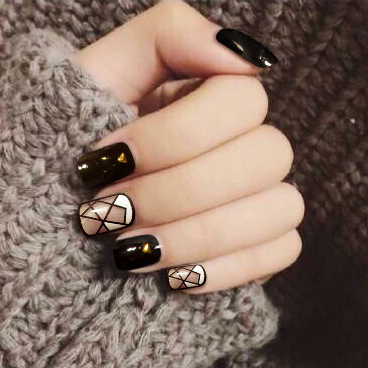 24Pcs Temperament False Nails Short Nail Art Tips Black