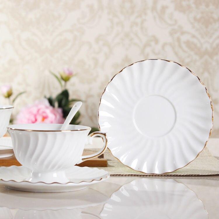 Fine Bone China White Coffee & Tea <font><b>Cup</b></font> Classic Ceramic <font><b>Cups</b></font> & <font><b>Saucers</b></font> Exquisite <font><b>Porcelain</b></font> Tea Mugs <font><b>Cups</b></font> <font><b>Saucers</b></font> Spoon Set Gifts