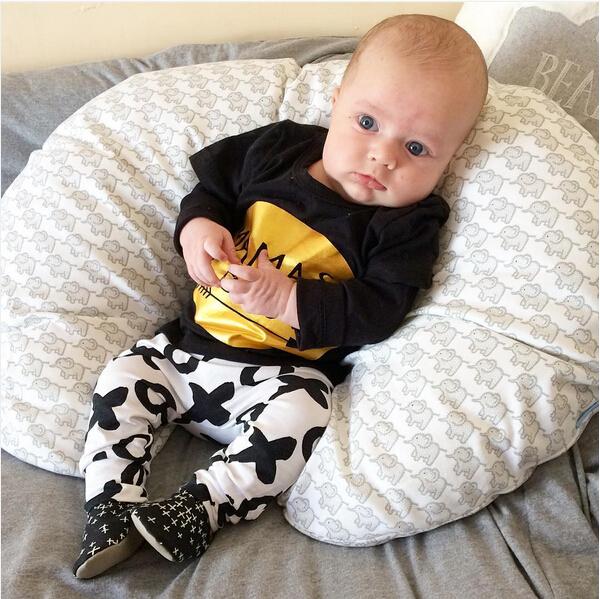 2pcs Newborn Baby Boys Clothes Set Gold Letter MAMAS BOY Outfit T-shirt Pants Kids Autumn Long Sleeve Tops Baby Boy Clothes Set 6
