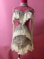Мода 2017 г. серебристыми блестками платье с кисточками пикантные вечерние Костюмы одежда цельнокроеное платье с точки зрения со стразами од