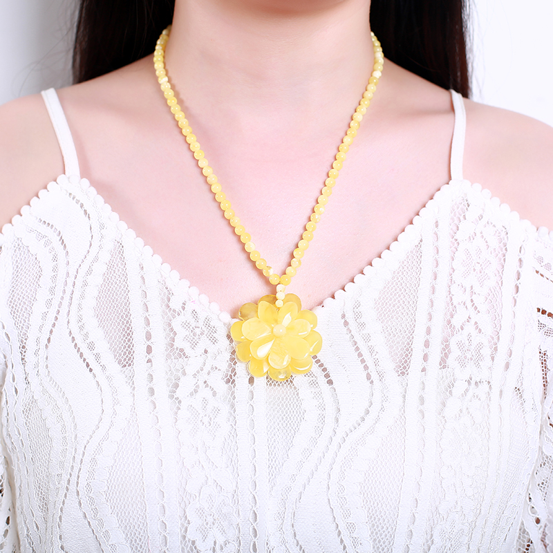 Genuine luxury Pure natural Baltic Chicken Yellow Pear Yellow Pendant Rose Orb Pear Old Wax Necklace Sweater Chain Men Women 18g natural beeswax carp pendant chicken oil yellow old honey carving pendant necklace men and women sweater chain amber jewelry