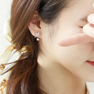 (1pair)2017 The New Korean fashion exquisite wild earrings sweet imitation crystal earrings flowers free shipping