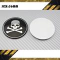 4 unids 56.5 MM cráneo Car Wheel Center Hub Cap divisa del emblema de Decal Sticker negro Crossbone