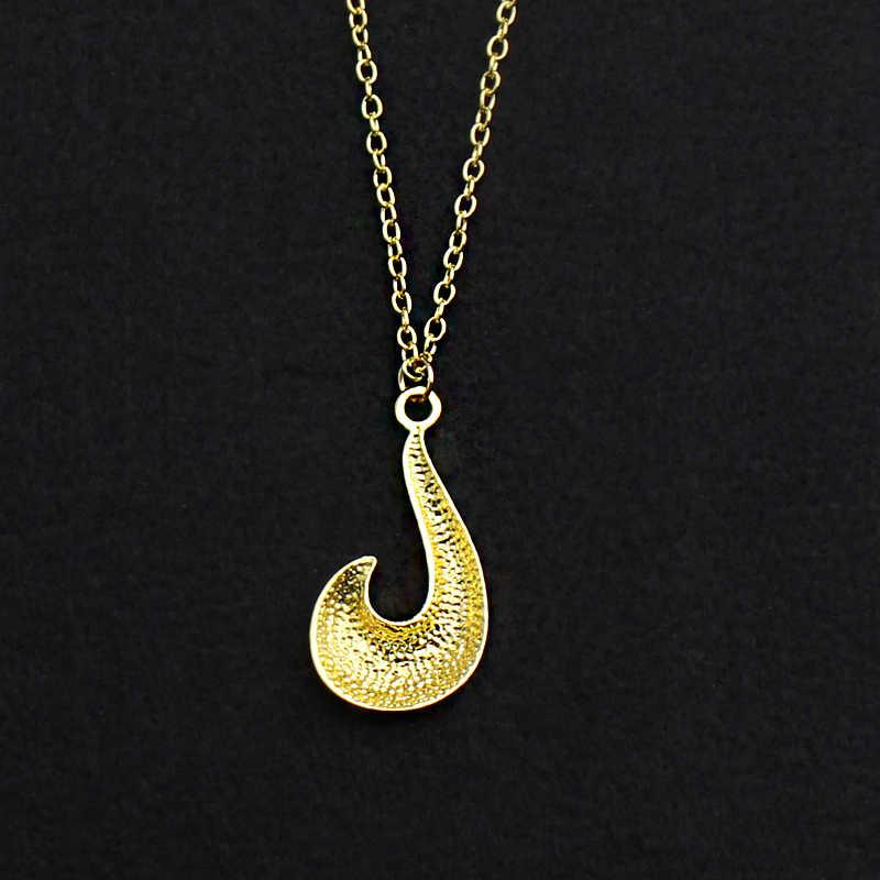 079fda7dfa24 Nuevo Anime milagroso collar de mariquita hombres oro zorro pez gancho  forma colgantes señora chica encantos Chic collares regalo de Navidad