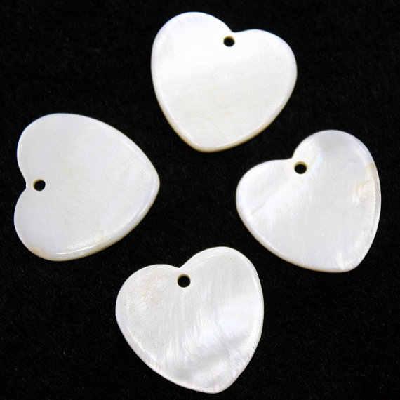 2 pçs grande mãe de pérola plana coração pingentes branco mop escudo tamanho 24mm coração contas encantos concha coração pingente