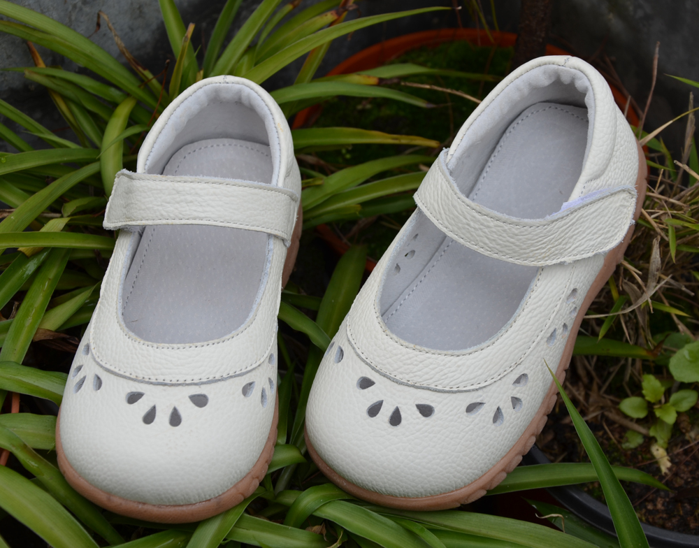 Filles chaussures en cuir véritable blanc rose mary jane fleur découpes pour le printemps été automne dans le mariage christenning qualité pas cher