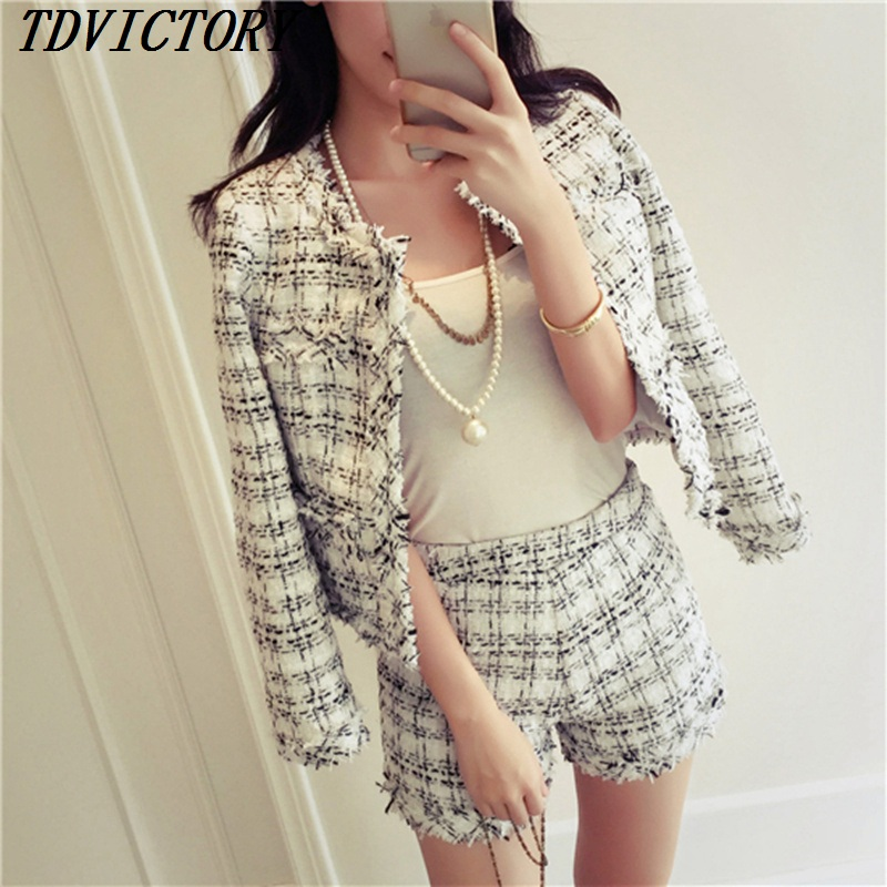 2019 Autumn Winter Tweed Two Piece Set Women Slim Plaid Short Set Fashion Fringed Trim Jacket Coat + Tassels Short Pant Suit