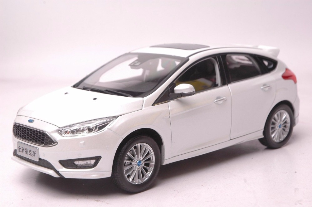 1:18 Diecast Model for Ford Focus 2015 White Hatchback Rare Alloy Toy Car Miniature Collection Gifts Freestyle 1 18 diecast model for ford focus 2015 gold hatchback alloy toy car miniature collection gifts
