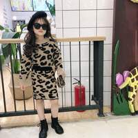 Children's clothes 2018 autumn and winter new girls girls wild leopard sweater sweater skirt two sets of send scarves