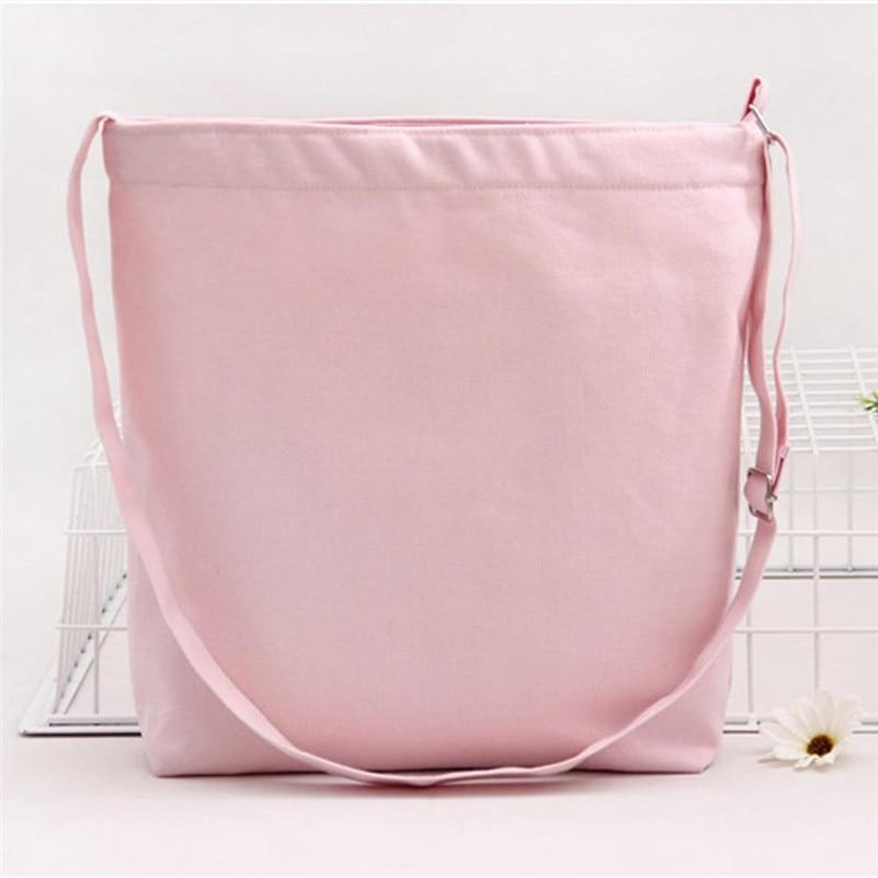 Девушка и дамские сумочки фото