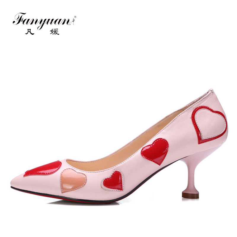 ФОТО Fanyuan Hot Patent Leather Pumps Heart Shaped Sweet Shoes Women Stiletto Pointed Toe Thin Med Heels 5cm Pumps 2017 Spring Summer