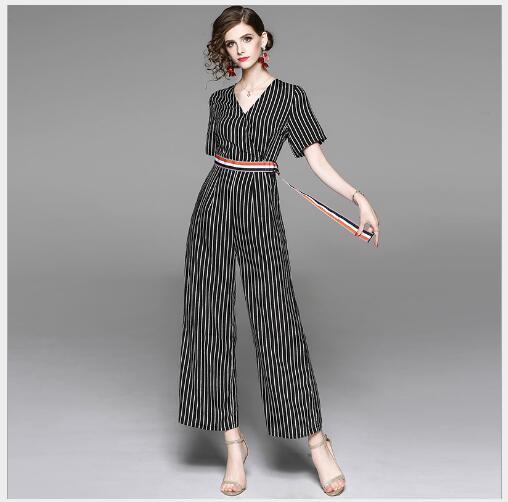 Femmes Combinaisons 2018 New Summer Casual V-cou À Manches Courtes Salopette Femelle Outwear De Mode Slim Fit Dépouillé Large Combinaison de Jambe