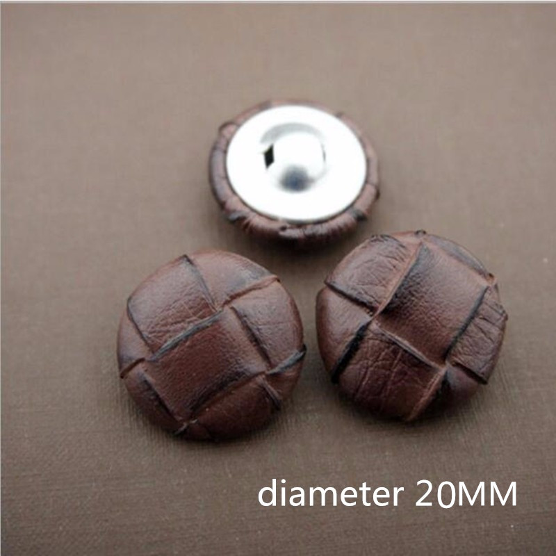 B63-15-18-20-23-25-28mm ICE WHITE FOOTBALL LEATHER LOOK PLASTIC ITALIAN BUTTONS