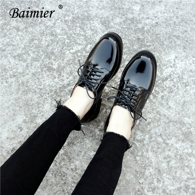 446455df459e6 US $27.88 48% OFF Baimier Autumn Black Patent Leather Oxford Shoes For  Women Round Toe Women Flats British Style Lace Up Shallow Oxfords Women-in  ...