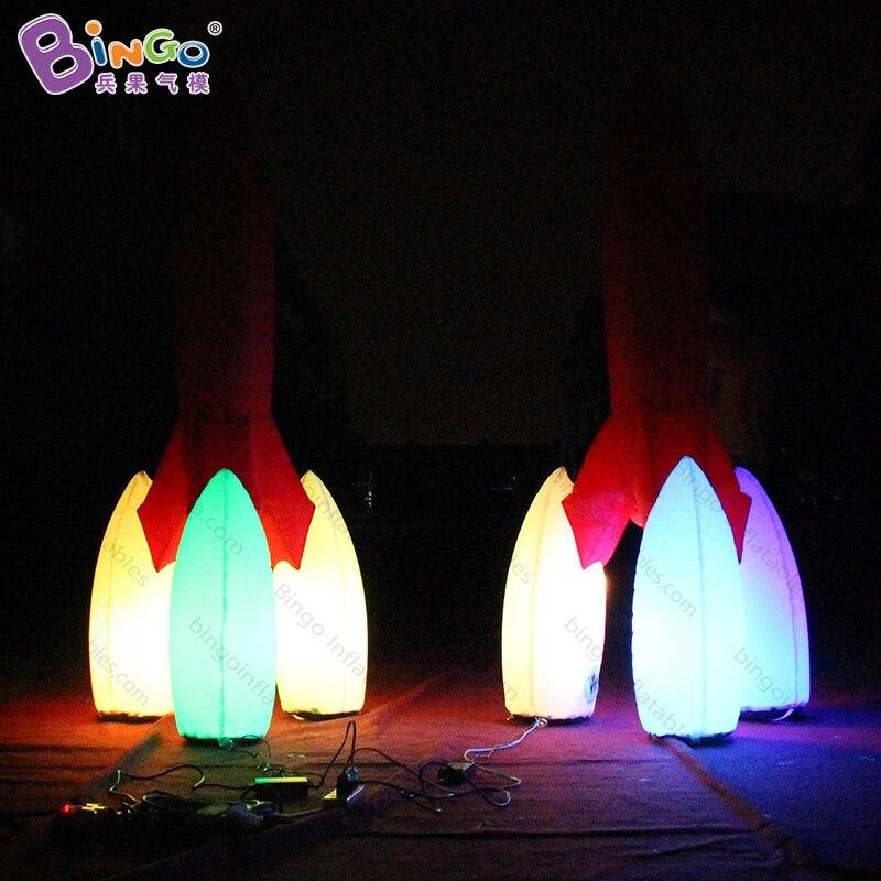 Haute qualité 16 couleurs changent 2 M grandes roquettes gonflables avec souffleur personnalisé LED éclairage gonflable modèle de fusée jouets