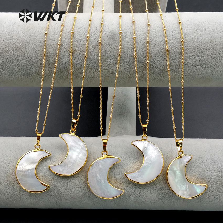 WT-N1024 WKT Wholesale Custom Natural Shell Cresent Moon White Pendant Necklace With Gold Stalite Beads Necklaces 18 Inches