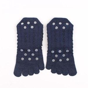 Image 3 - Veridical 5 paia/lotto calzini in cotone con dita delle donne ragazza pizzo solido cinque dita calzini Harajuku Sox fiocchi di neve Silicone antiscivolo