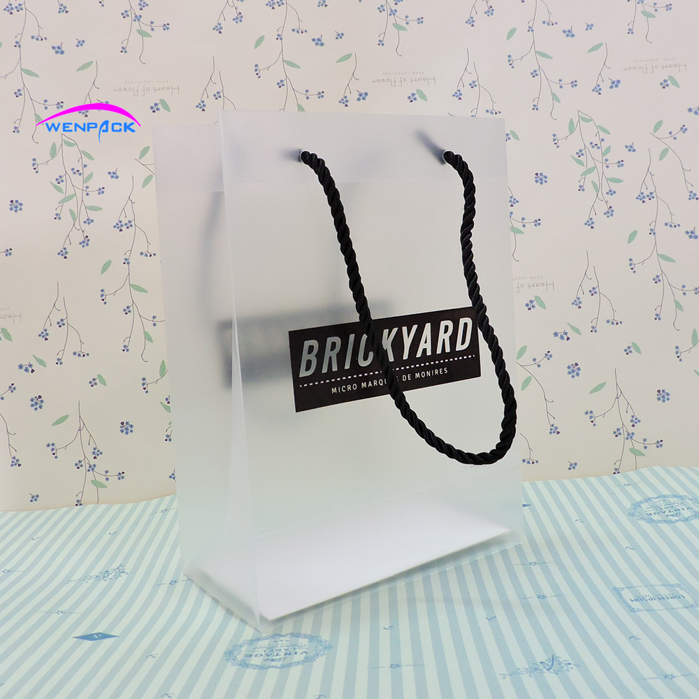 custom shopping handle frosted pp gift bag/plastic packaging pvc bag for garment/printed LOGO promotion bag/15x21x8cm