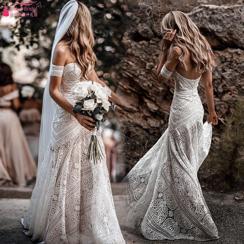 Form Fitting Wedding Gowns: Elegant Youthful Aesthetic Wedding Dresses Form Fitting