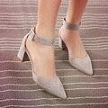 Paquete de terciopelo con bandas de punta estrecha en con sandalias de tacones gruesos zapatos gris negro