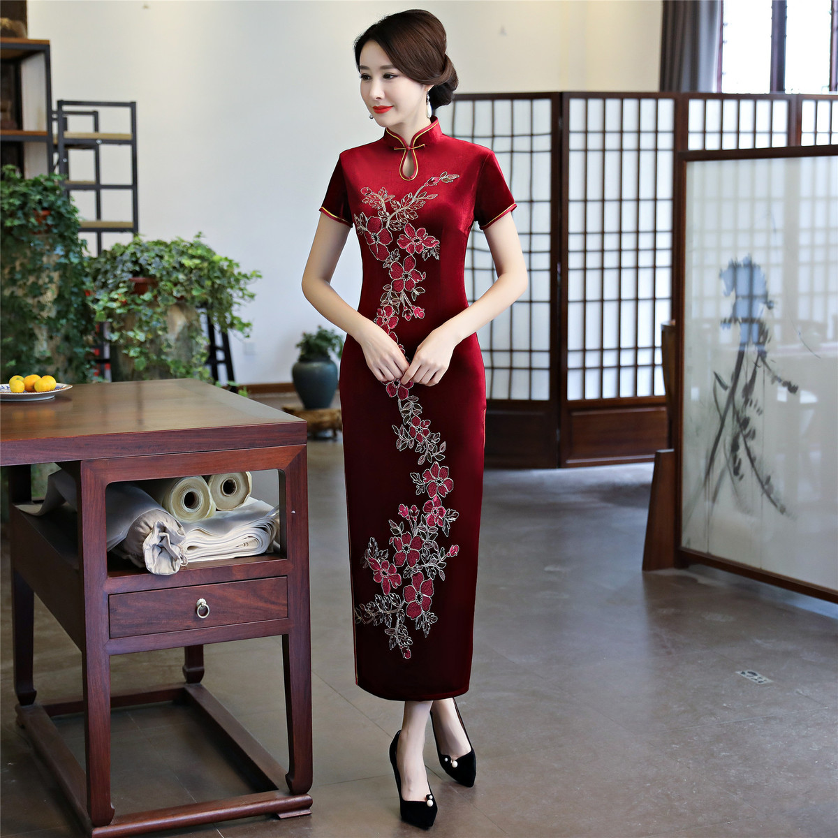 Red Velvet Cheongsam Mom Handmade Flower Embroidery Oriental Style Dresses Keyhole Qipao Chinese Traditional Dress Long Qi Pao