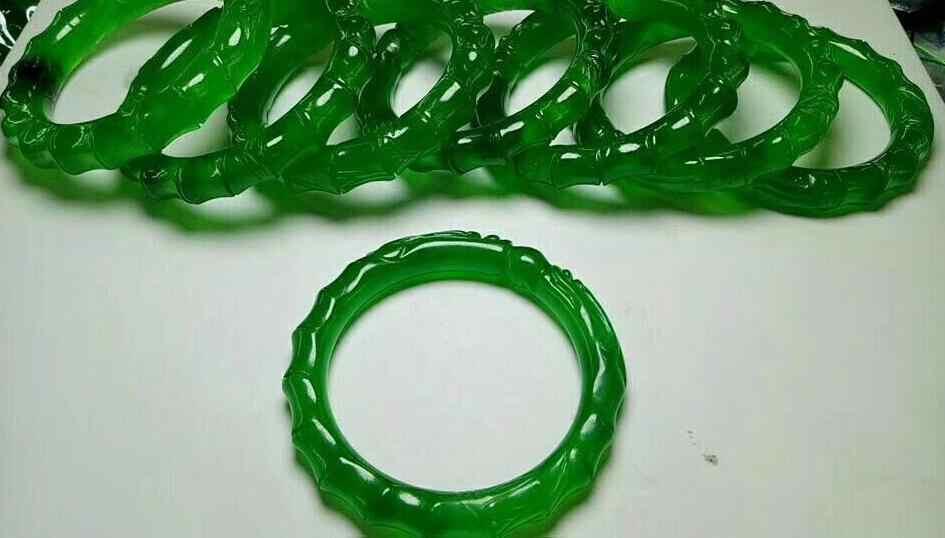57-58มิลลิเมตรได้รับการรับรอง(เกรดA)ธรรมชาติ100%มือแกะสลักชั้นนำไม้ไผ่ส่วนสีเขียวหยกJadeiteสร้อยข้อมือกำไลข้อมือ