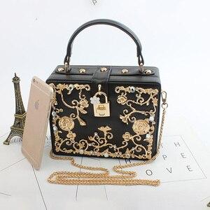 Image 3 - Moda feminina saco de noite 2019 senhoras couro do plutônio embreagem caixa elegante bolsa ombro crossbody carteira flor metal ferrolho bolsa